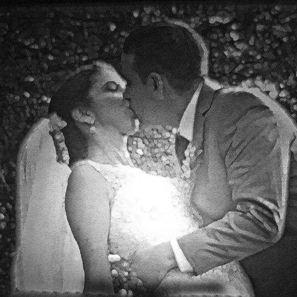 The-Kiss-nightlight-lit
